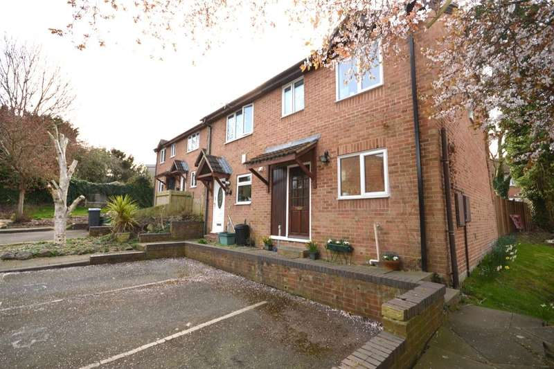 3 Bedrooms Property for sale in Chessington Hall Gardens, Chessington, KT9