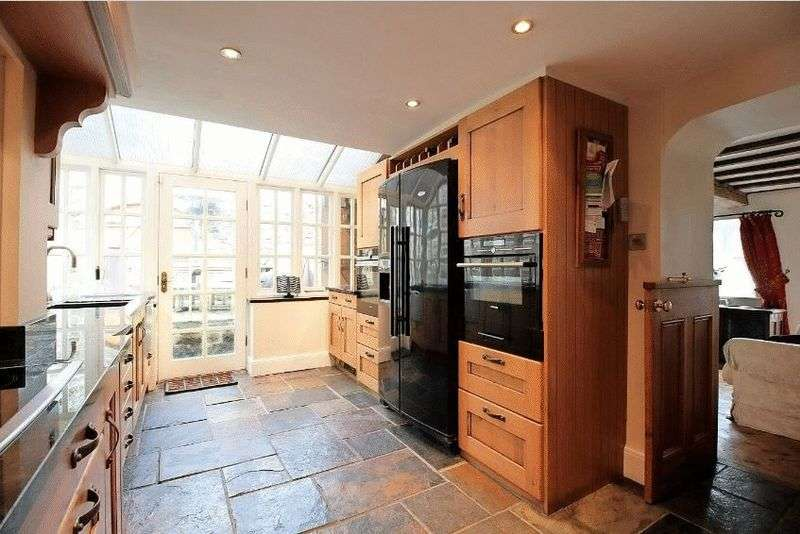 3 Bedrooms Detached House for sale in Butts Road, S45 0AX