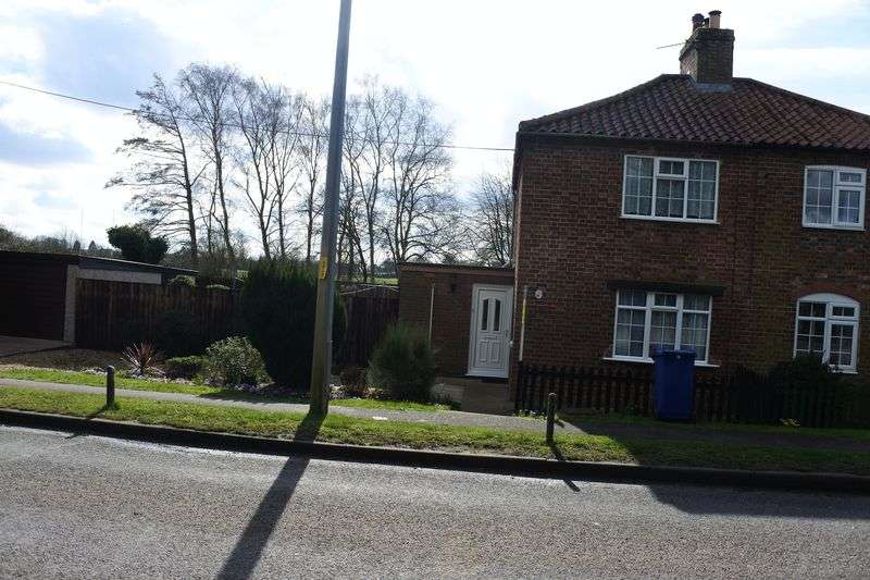 2 Bedrooms Semi Detached House for sale in Willingham Road, MARKET RASEN
