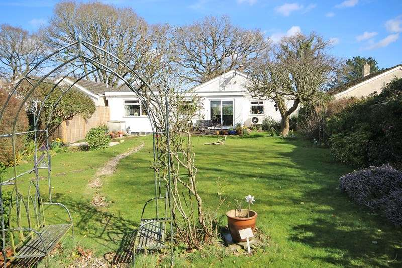 4 Bedrooms Detached Bungalow for sale in Wiltshire Road, Bransgore, Christchurch