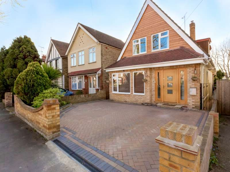 4 Bedrooms Detached House for sale in Avenue Road, Staines-Upon-Thames, TW18