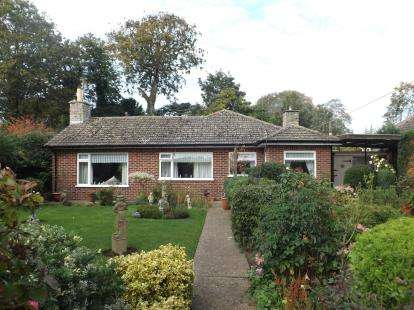 3 Bedrooms Bungalow for sale in Hall Lane, Burgh Le Marsh, Skegness