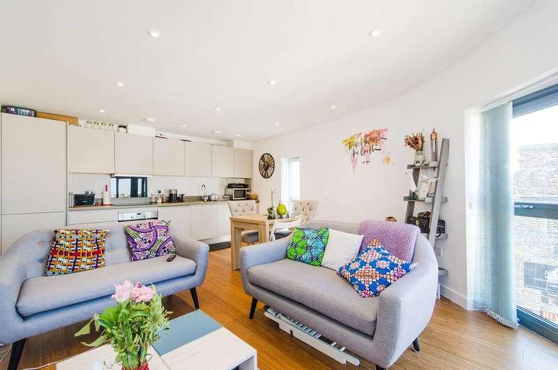 2 Bedrooms Flat for sale in Roxeth Green Avenue, South Harrow, HA2