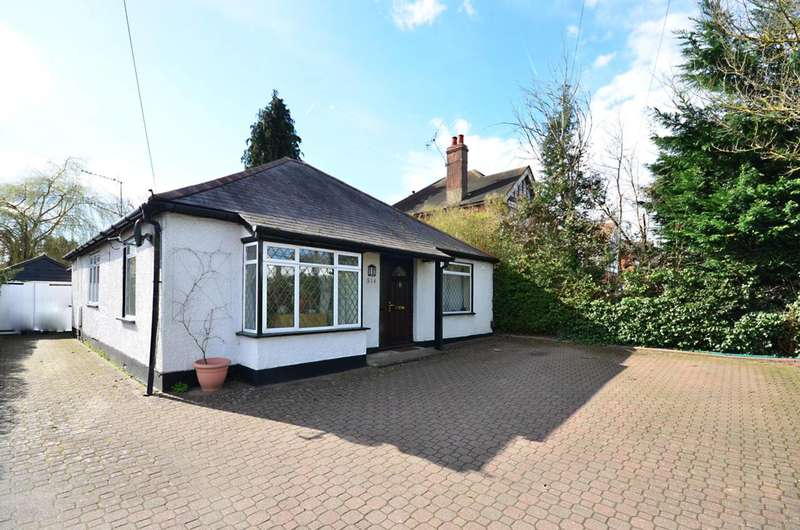 3 Bedrooms Bungalow for sale in Guildford Road, Bisley, GU24