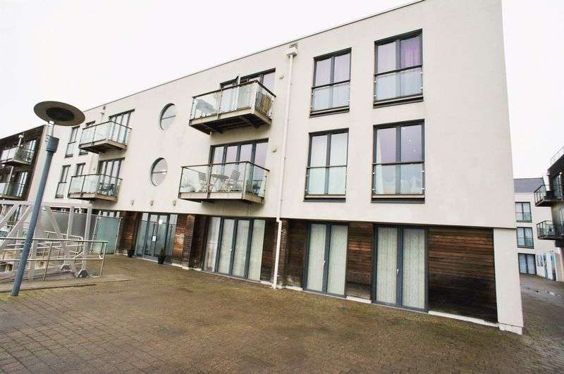 2 Bedrooms Flat for sale in Waterside Marina, Brightlingsea