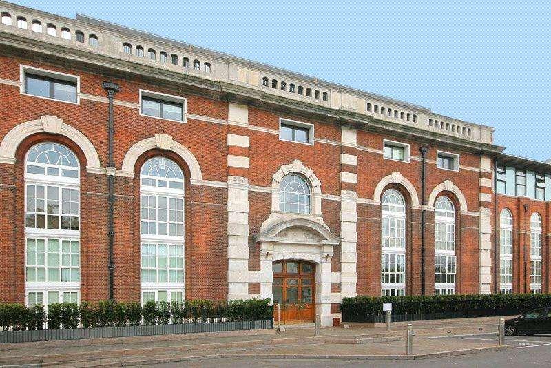 2 Bedrooms Flat for sale in Bazalgette Court, Great West Road, London, W6