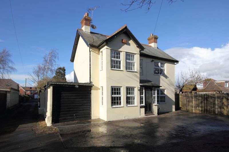 3 Bedrooms Detached House for sale in Newlands Road, Christchurch