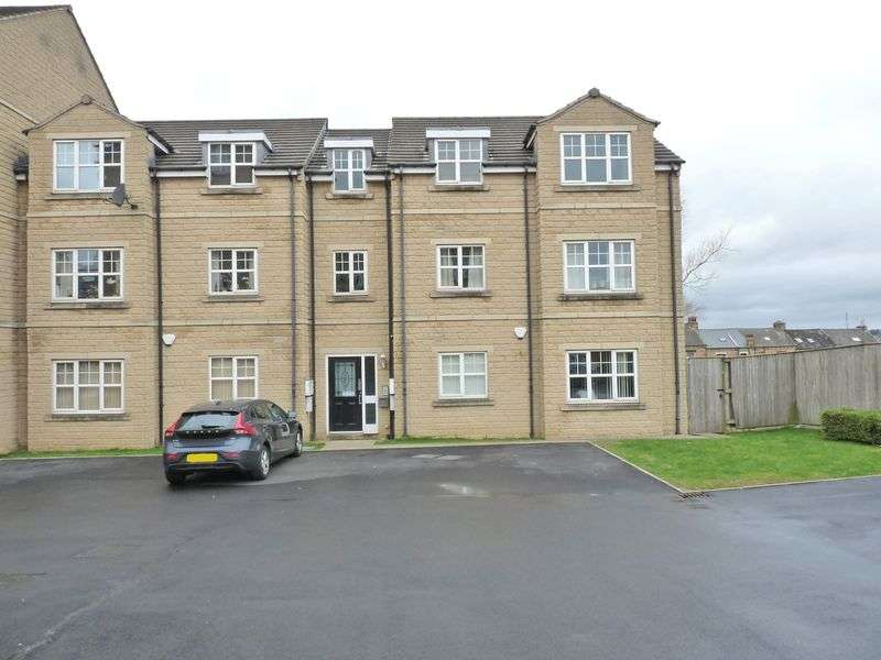 2 Bedrooms Flat for sale in Woolcombers Way, Bradford BD4 8JF 2 Double Bedroom, 2 Bathroom 2nd Floor Apartment with Parking