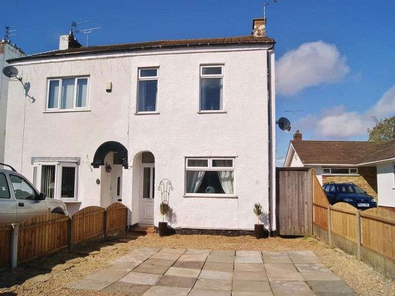 3 Bedrooms Semi Detached House for sale in Moss Road, Southport