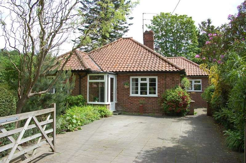 3 Bedrooms Detached Bungalow for sale in Avenue Road, High Kelling, Norfolk