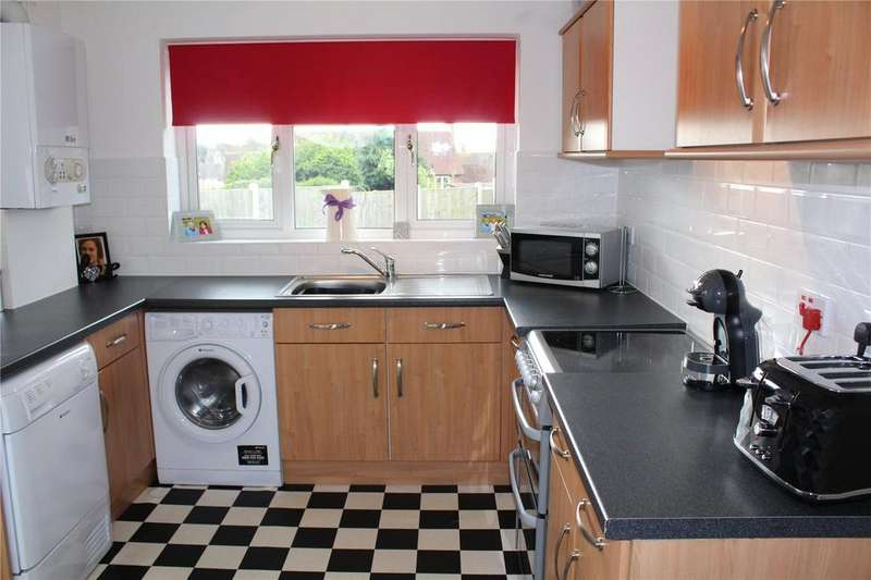 3 Bedrooms End Of Terrace House for sale in Dartfields, Harold Hill, Romford, Essex, RM3