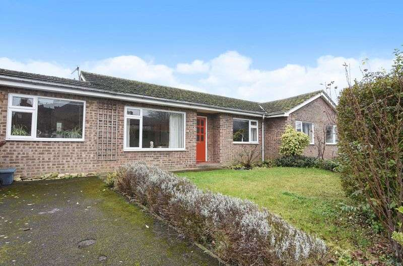 2 Bedrooms Semi Detached Bungalow for sale in Blenheim Drive, Bicester