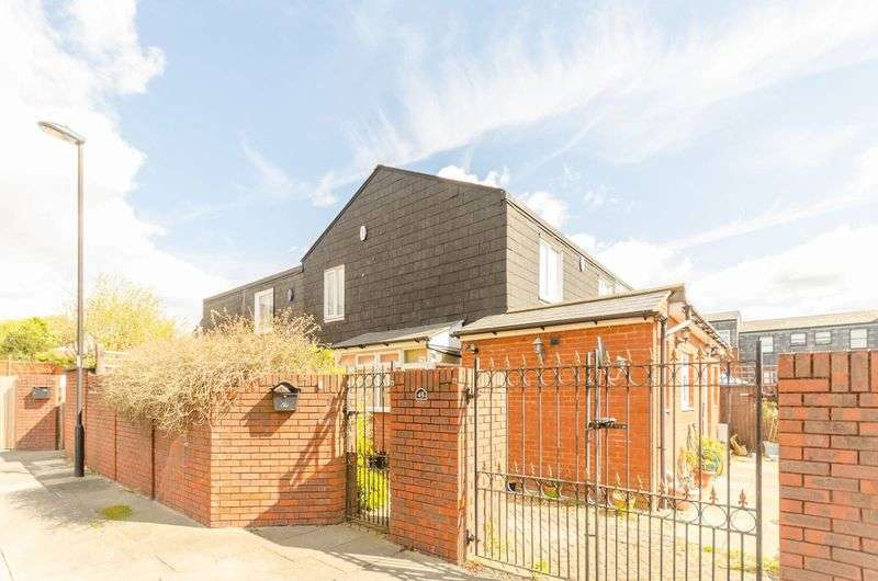 3 Bedrooms Semi Detached House for sale in Whitmore Close, New Southgate, N11