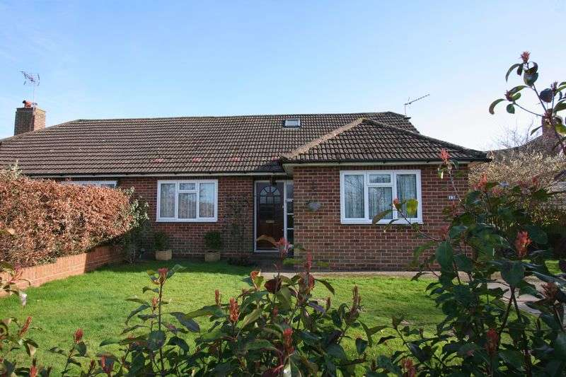 3 Bedrooms Semi Detached Bungalow for sale in Manor Way, Henfield