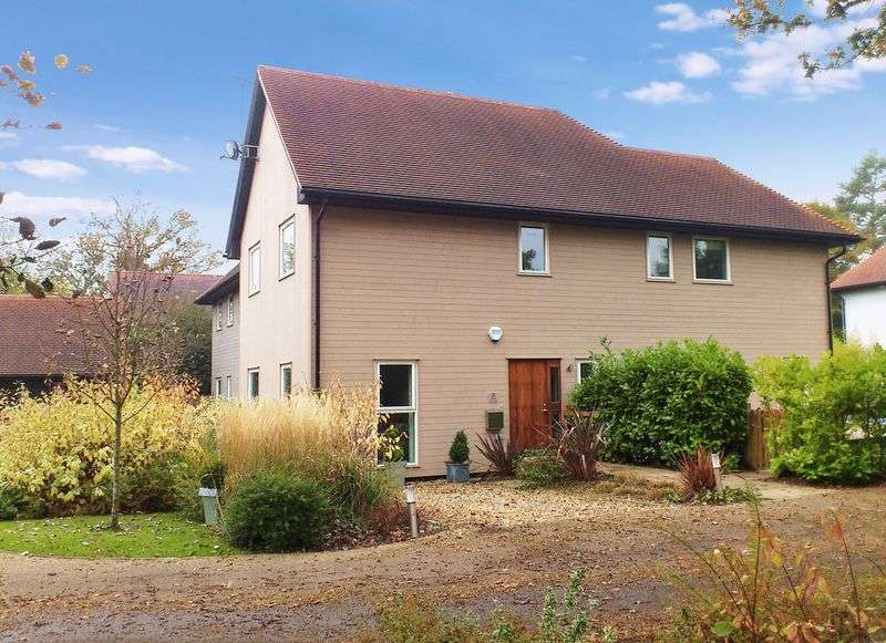 4 Bedrooms House for sale in Springfields Close, Ifold