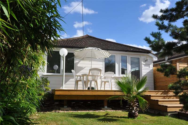 2 Bedrooms Detached Bungalow for sale in Beasleys Ait, Fordbridge Road, Sunbury-on-Thames, Surrey, TW16