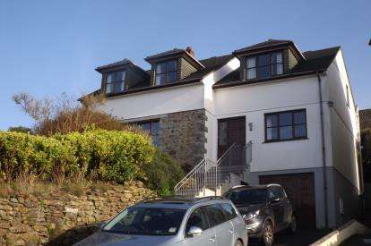 3 Bedrooms Detached House for sale in St. Keverne, Helston, Cornwall
