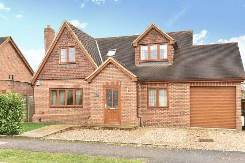 4 Bedrooms Detached House for sale in Cannon Way, Fetcham