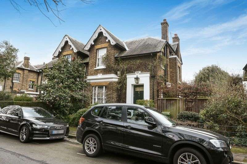 3 Bedrooms Semi Detached House for sale in 3 Lyndhurst Square, London