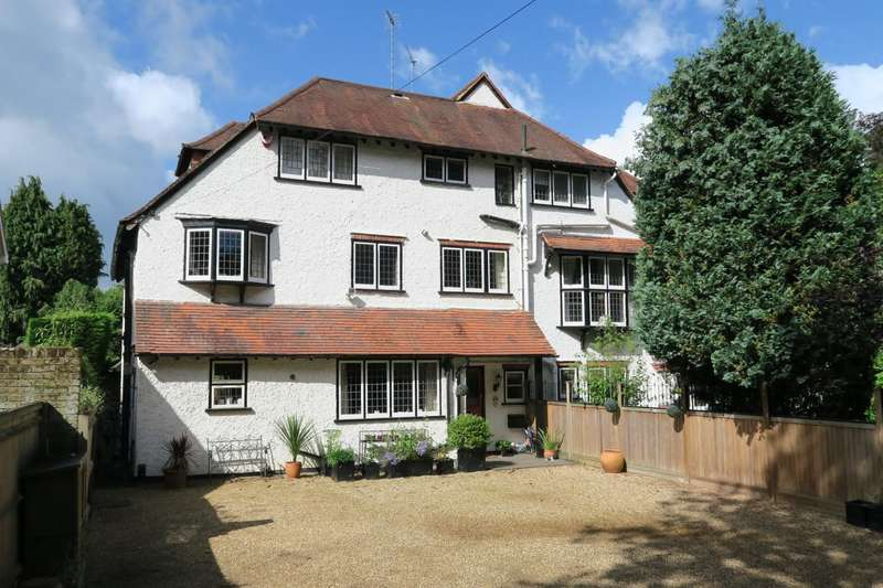 6 Bedrooms Semi Detached House for sale in West Byfleet