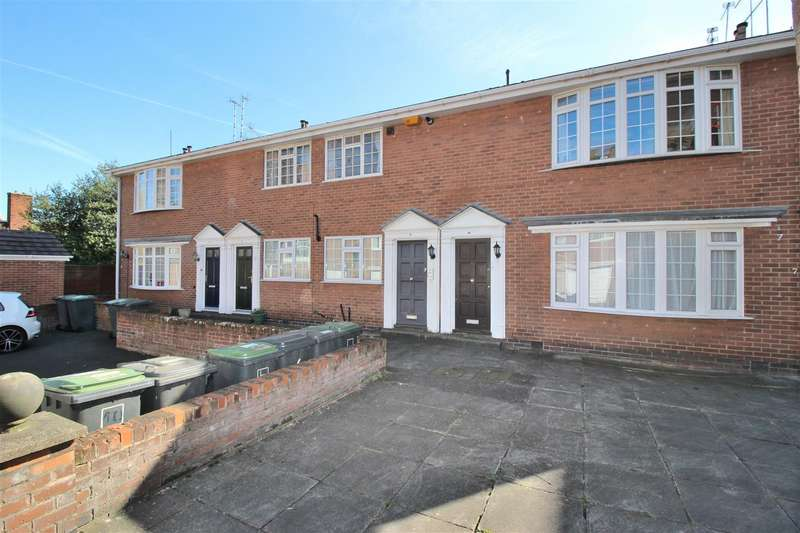 2 Bedrooms Flat for sale in Gainsborough Court, Beeston, Nottingham
