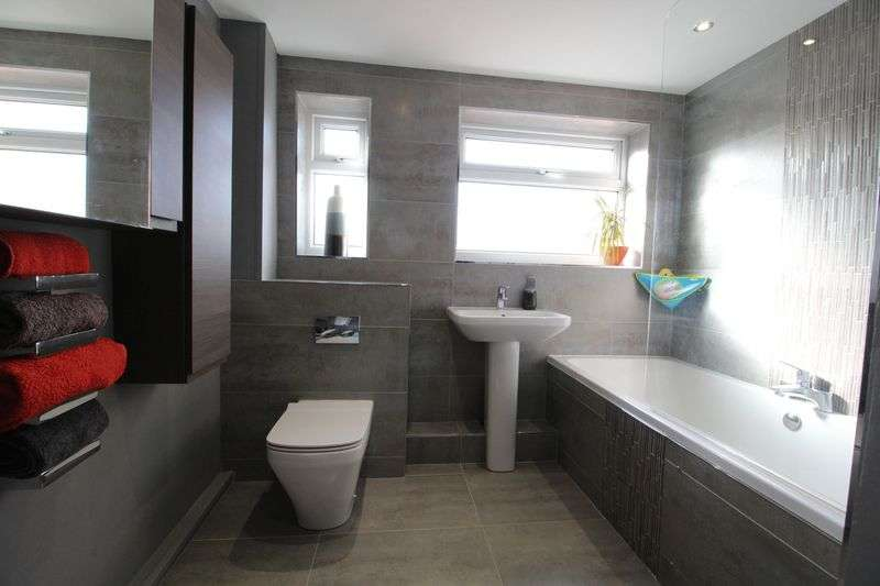 2 Bedrooms Flat for sale in St Mary's Avenue, South Shields