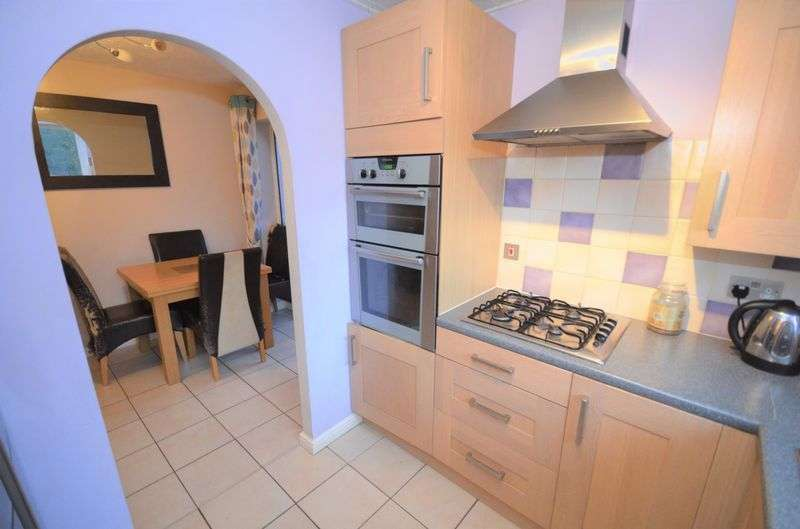 3 Bedrooms Semi Detached House for sale in 8 Rutland Close, Sandbach, CW11 3NX