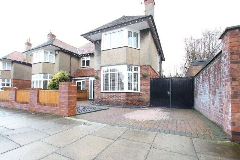 3 Bedrooms Semi Detached House for sale in Queens Avenue, Meols, Wirral