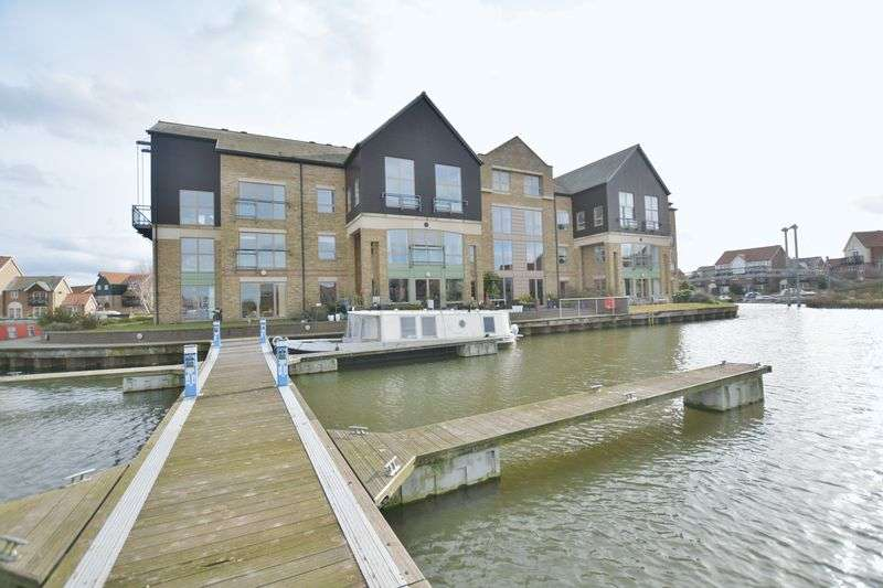 2 Bedrooms Flat for sale in Marine Point Apartments, Marine Approach, Burton Waters, Lincoln
