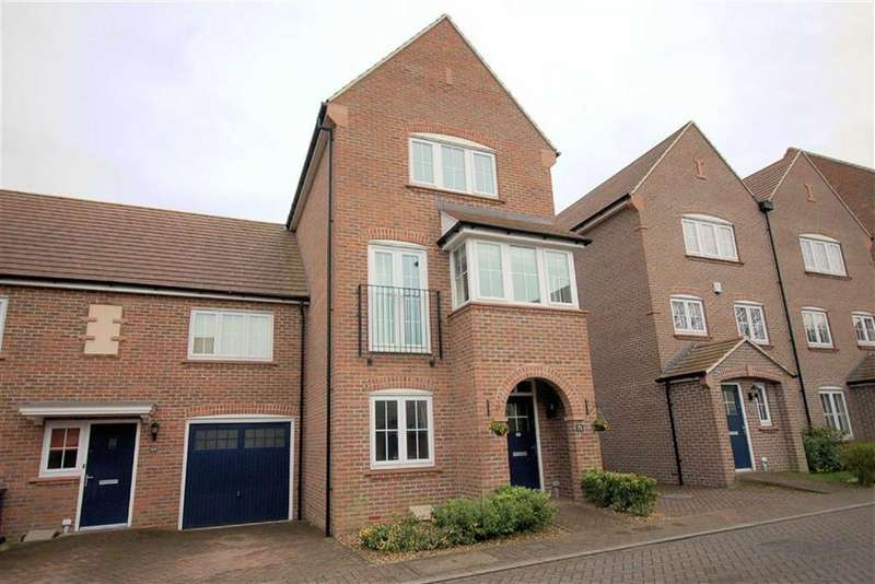 3 Bedrooms Town House for sale in Lindsell Avenue, Letchworth Garden City, Hertfordshire