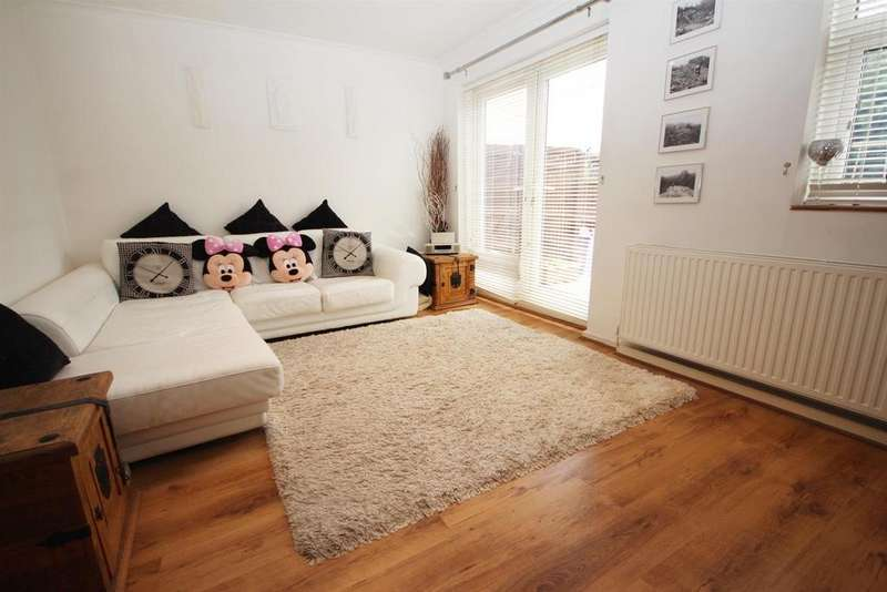 3 Bedrooms Semi Detached House for sale in Shearwood Crescent, Crayford
