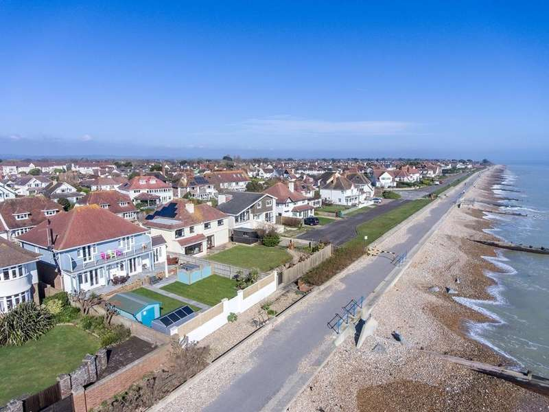 3 Bedrooms Detached House for sale in Davenport Road, Felpham, Bognor Regis, PO22