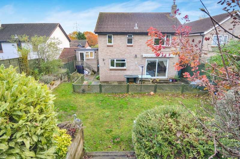 4 Bedrooms Detached House for sale in Dunnock Way, Colchester