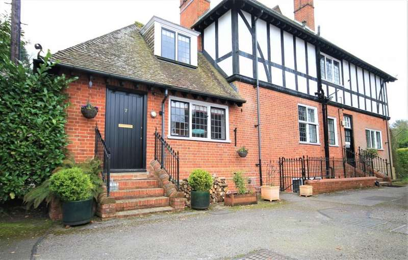 2 Bedrooms Apartment Flat for sale in The Grange, Frensham