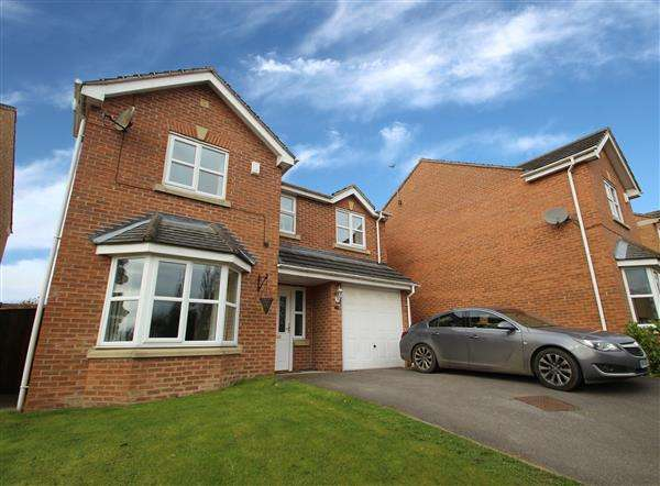 4 Bedrooms Detached House for sale in Old Farm Way, Upton