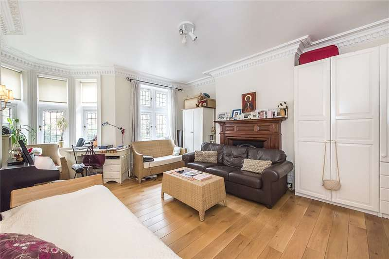 3 Bedrooms Flat for sale in Kensington House, 35 Kensington Court, London, W8