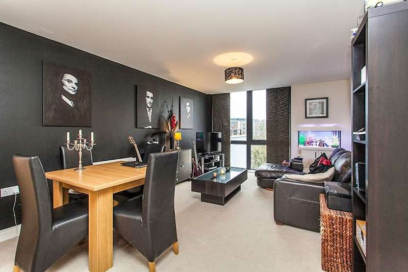 2 Bedrooms Flat for sale in Clifford Way, Maidstone, ME16
