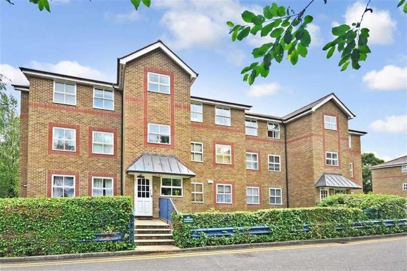 3 Bedrooms Flat for sale in River Bank Close, Maidstone, ME15