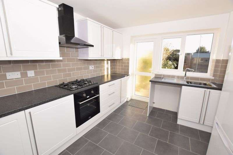 2 Bedrooms Terraced House for sale in Abbotts Drive, Stanford-Le-Hope