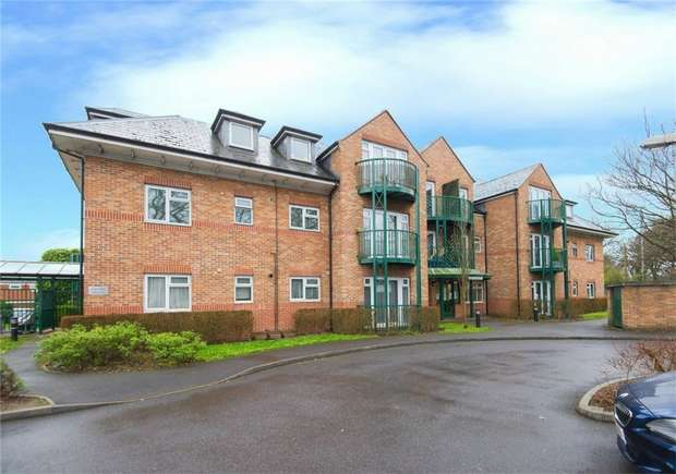 1 Bedroom Flat for sale in Flat 6, Aysgarth Place, Church Road, Iver Heath, Buckinghamshire