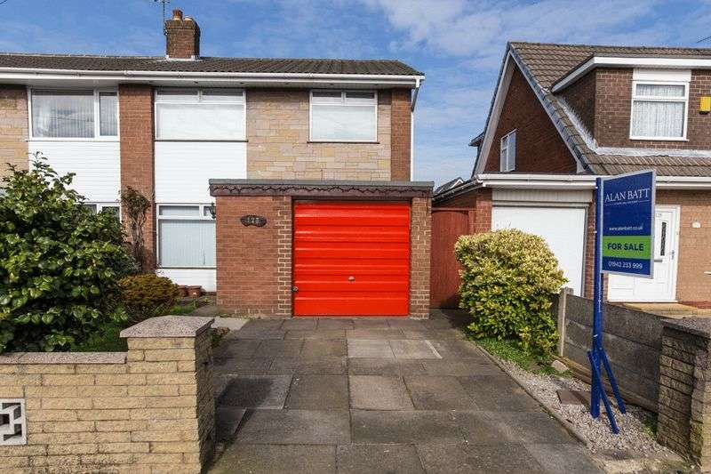3 Bedrooms Semi Detached House for sale in Crossdale Road, Hindley