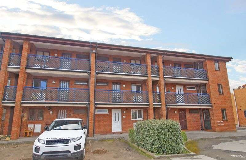 1 Bedroom Flat for sale in Osnor Court, Aston Fields, Bromsgrove