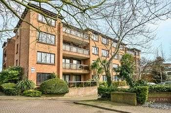 2 Bedrooms Flat for sale in Widmore Road, Bromley, Kent, BR1 3DH