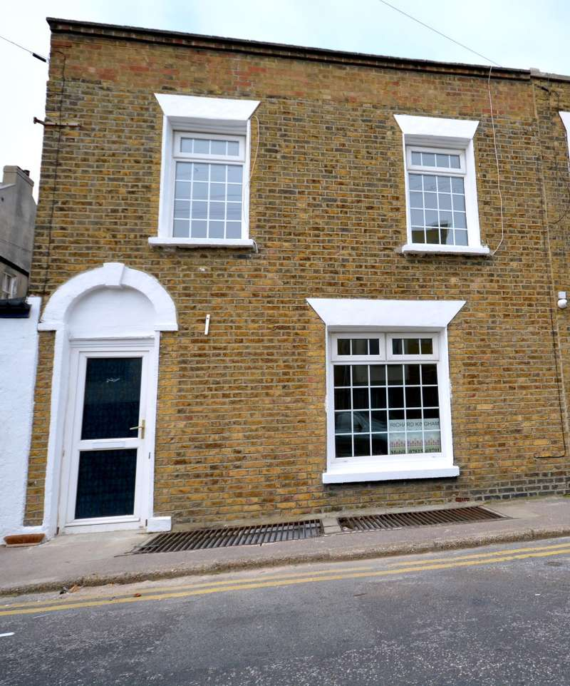 3 Bedrooms End Of Terrace House for sale in Trinity Square, Margate, Kent, CT9 1HU