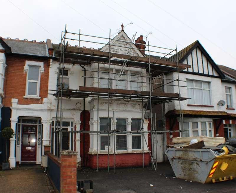 2 Bedrooms Ground Maisonette Flat for sale in Ceylon Road, Westcliff-on-Sea, Essex, SS0 7HP