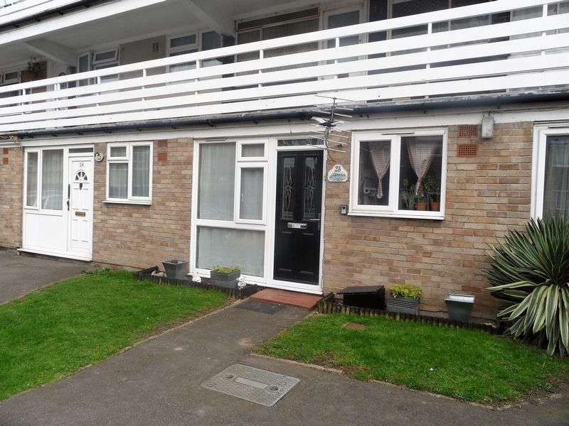1 Bedroom Flat for sale in Peartree Close, South Ockendon