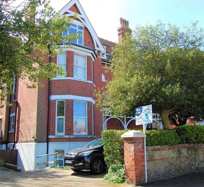 1 Bedroom Flat for sale in Carlisle Road, Eastbourne BN20 7BN