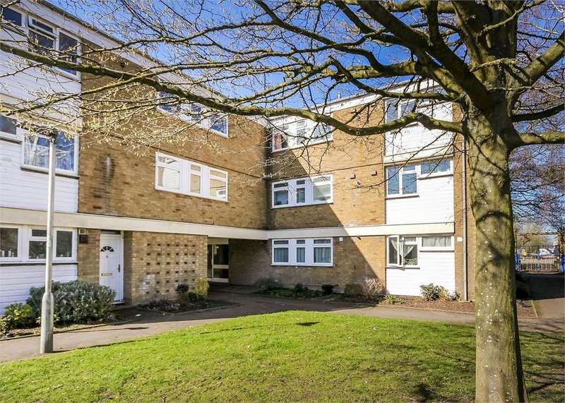 2 Bedrooms Flat for sale in Cunworth Court, Bracknell, Berkshire
