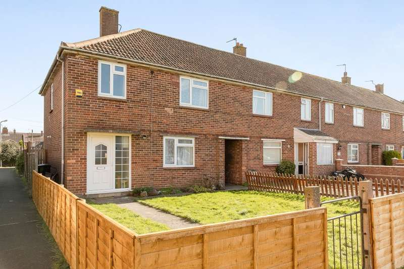 3 Bedrooms Terraced House for sale in Queens square, Highbridge, Somerset, TA9