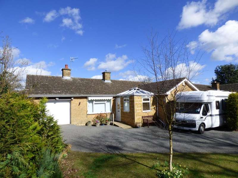 2 Bedrooms Detached Bungalow for sale in Lower Brailes